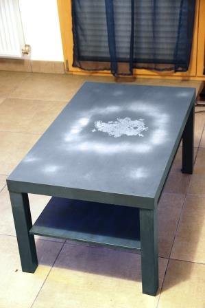 Table basse table relooker peinture diy archives id es brico for Peinture table basse